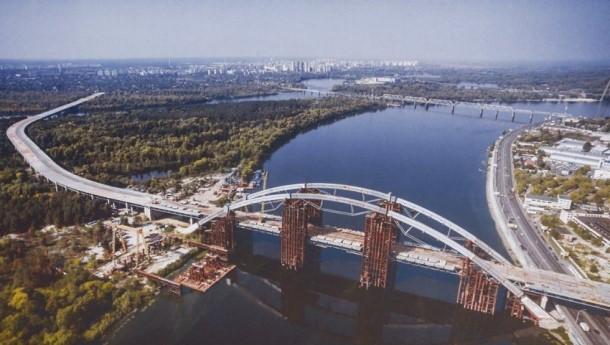 Новые обыски прошли в компании, которая ведет строительство Подольского моста в Киеве