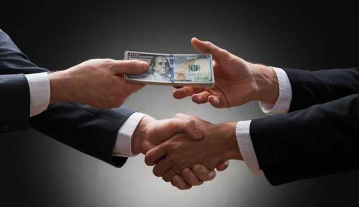 В Україні тривають зростання корупції, а олігархи шкодять розвитку країни